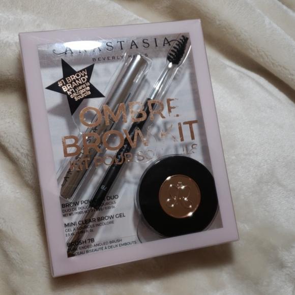 Anastasia Beverly Hills Other - Eyebrow kit
